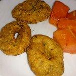 жареные колечки и папайя на завтрак) меню вообще понравилось