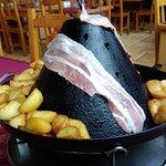 le chapeau ou l'on fait cuire sa viande dessus et le fromage en dessous
