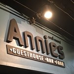 Annies Guest House Bar And Food