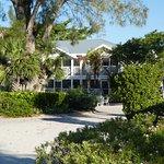 Island Inn Resmi