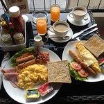 Breakfast at De O'Sha