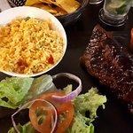 RIBS au bon goût caramélisé Tex-Mex, sauce chimichurri et riz
