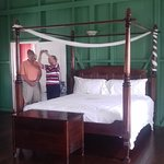 The adjacent bedroom and four poster.