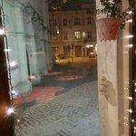θέα απο το παραθυρο του εστιατορίου