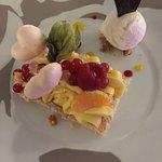 Douceur fruitée -biscuit Dacquoise crème passion et litchi,meringue façon Pomme d'Amour