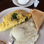 great grits and spinach mushroom omlette