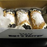 Mikes pastry cannoli