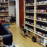 Mas de cien referencias de cervezas artesanas españolas.