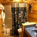 2 Bedroom Log Cabin with Loft