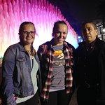 Con Audrey y su hermana en el Parque Magico de las Aguas - Magia y Color Lima-Peru