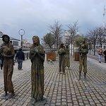 Foto de The Famine Sculptures