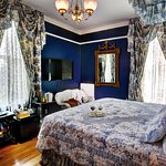 Sapphire Room with king bed, shower and view of the Blue Ridge Mountain!