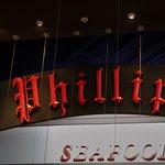 Phillips Seafood resmi