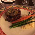 Filet mignon, with garlic mashed and vegetables. Great choice !!