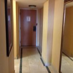 Hallway to two bathrooms room 1321