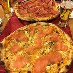 Große Pizza! Eine könnte für zwei (Frauen) reichen ;)