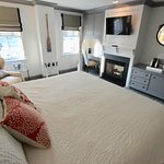 Relax in a Hoxie Hosue Deluxe Guestroom which features views of the Mystic River & a gas firepla