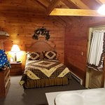 Foto de Smoke Hole Caverns & Log Cabin Resort