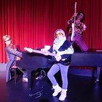petit groupe avec Elton John