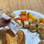 Buffet de café da manhã aos domingos até as 14h. Pães, bolos, iogurtes, cachorro quente, frios e