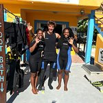 My friend and I with our scuba instructor Juan =D