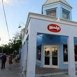 corner entrance for Wendy's