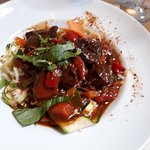 Plat : goulash de boeuf, linguines et petits légumes croquants