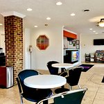 Motel 6 Hillsville Vending & Seating Area