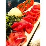 Prosciutto di Parma D.O.P., pomodori Genovesi, rucola e burrata fresca