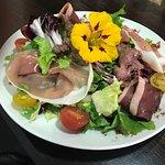 Salade folle (gésiers de canard,magret fumé ,jambon italien )