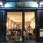 Lauza vous accueille du lundi au vendredi, midi et soir, pour un moment raffiné et gourmand
