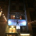Esterno di sera del clarchens ballhaus