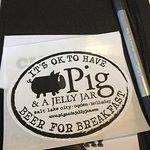 Foto de Pig & A Jelly Jar