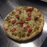 Pesto, tomato, chicken pizza