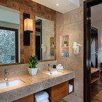 Lake Villas - Bathroom