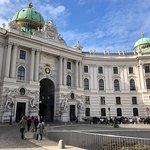 La piazza davanti l'ingresso dell'Hofburg