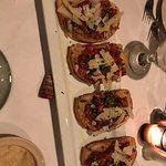 Very good food. Bruschetta, Lagaña, spaghetti with meatballs and lamb