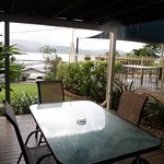 Poolside apt - balcony view - Airlie Apts