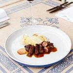 scotch fillet steak of wagyu beef king brown mushrooms / leeks / veal jus