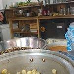 """Cuisine ouverte, hommage à la """"cuisine de rue"""", nous permet de voir en direct la préparation"""