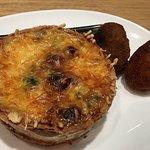Croquetas de jamón y croquetas de ceps. Quiche de queso, espinacas y frutos secos.
