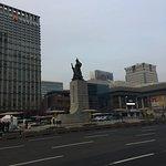 صورة فوتوغرافية لـ Statue of Admiral Yi Sun-Sin