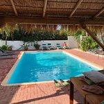 Het heerlijke zwembad van Sombré di Kabana