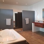 Bathroom Manor Suite with Jacuzzi and double showers
