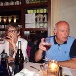 """Dégustation du vin """"Pinotage""""' (Afrique du Sud) 14°- Un peu âpre.."""