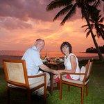 beach restaurant au coucher de soleil