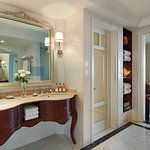 Park Executive Suite - Bathroom