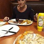 Фотография Vicky's Pizza & The Harp Bar Borovets Restaurant & Bar