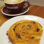 Good coffee but soggy Danish pastry at J.Co in HK (19/Mar/18).