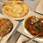 Chicken Tikka Masala, Pilaw Rice und Cheese Naan